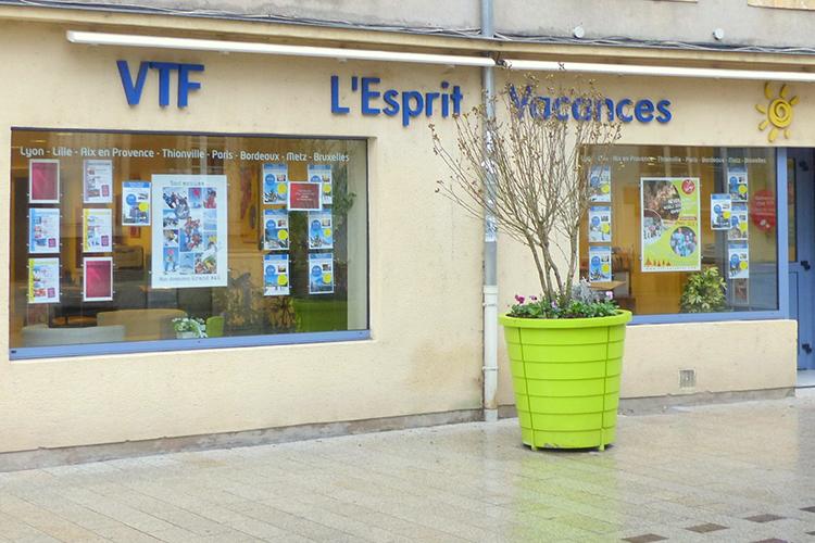 Historique des villages vacances vtf le blog notes vtf for Piscine thionville