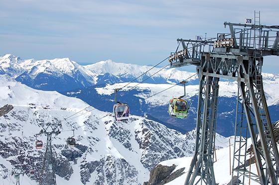 Image : Télécabines montant jusqu'au glacier de la Chiaupe
