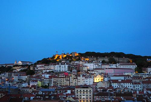 vue sur le château sao jorge à lisbonne