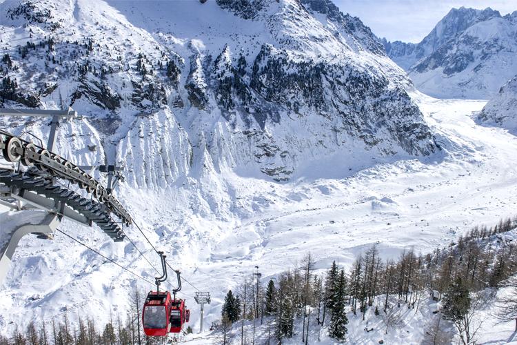 """Photo d'un télésiège à proximité du village de vacances VTF """"Les Econtres"""" à Chamonix"""