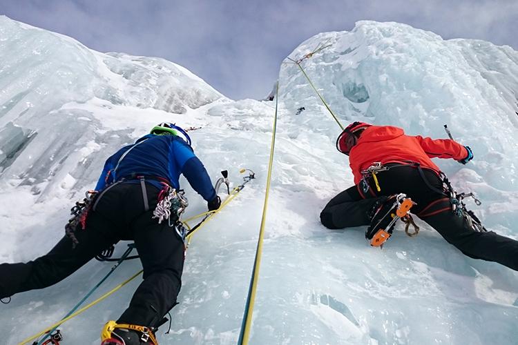escalade sur la tour de glace à Plagne